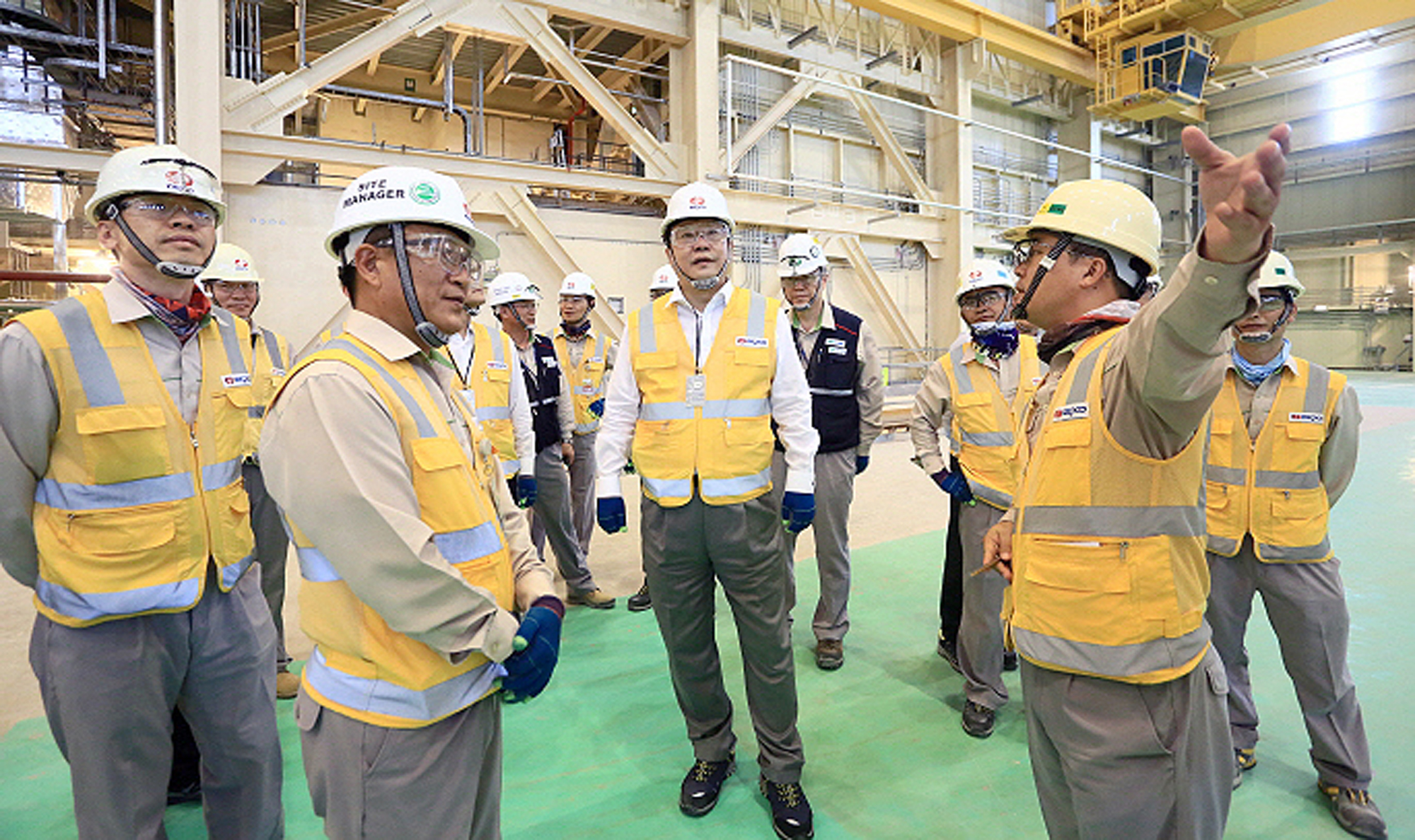 Minister Joo visits UAE nuclear power plant construction site