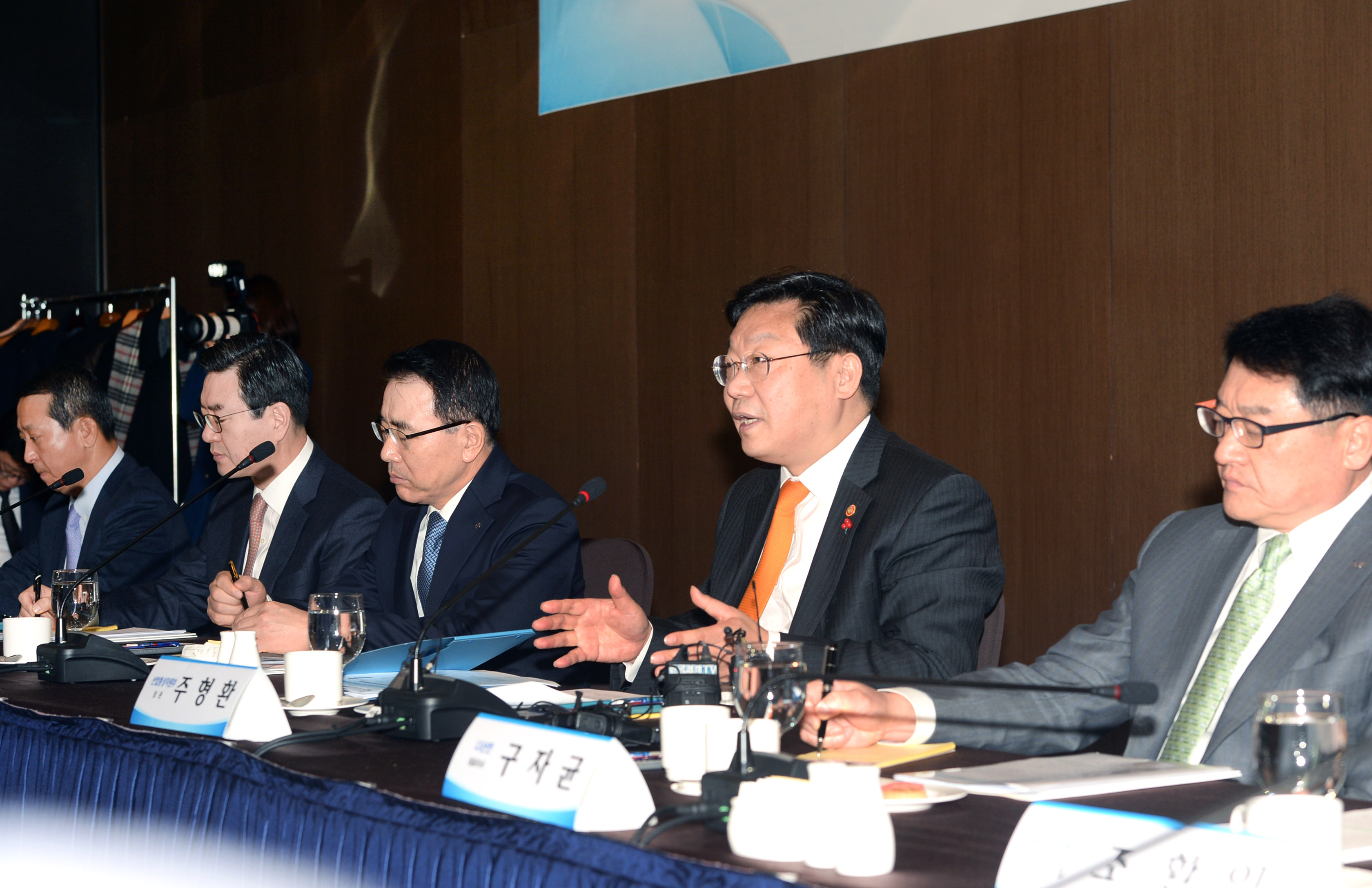 Minister Joo hosts finance and investment meeting for new energy projects