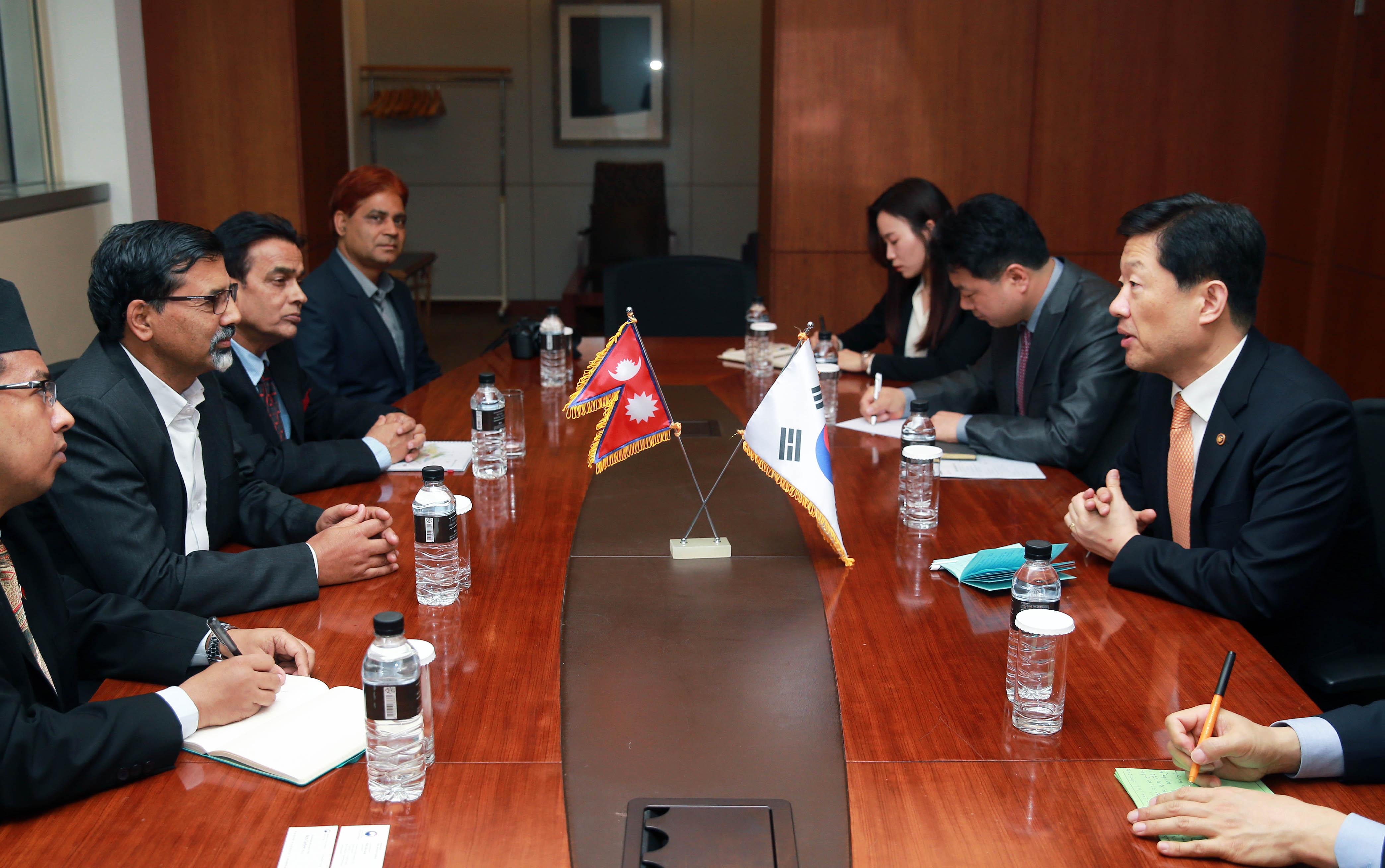 Vice Minister Woo meets Nepal's Energy Minister