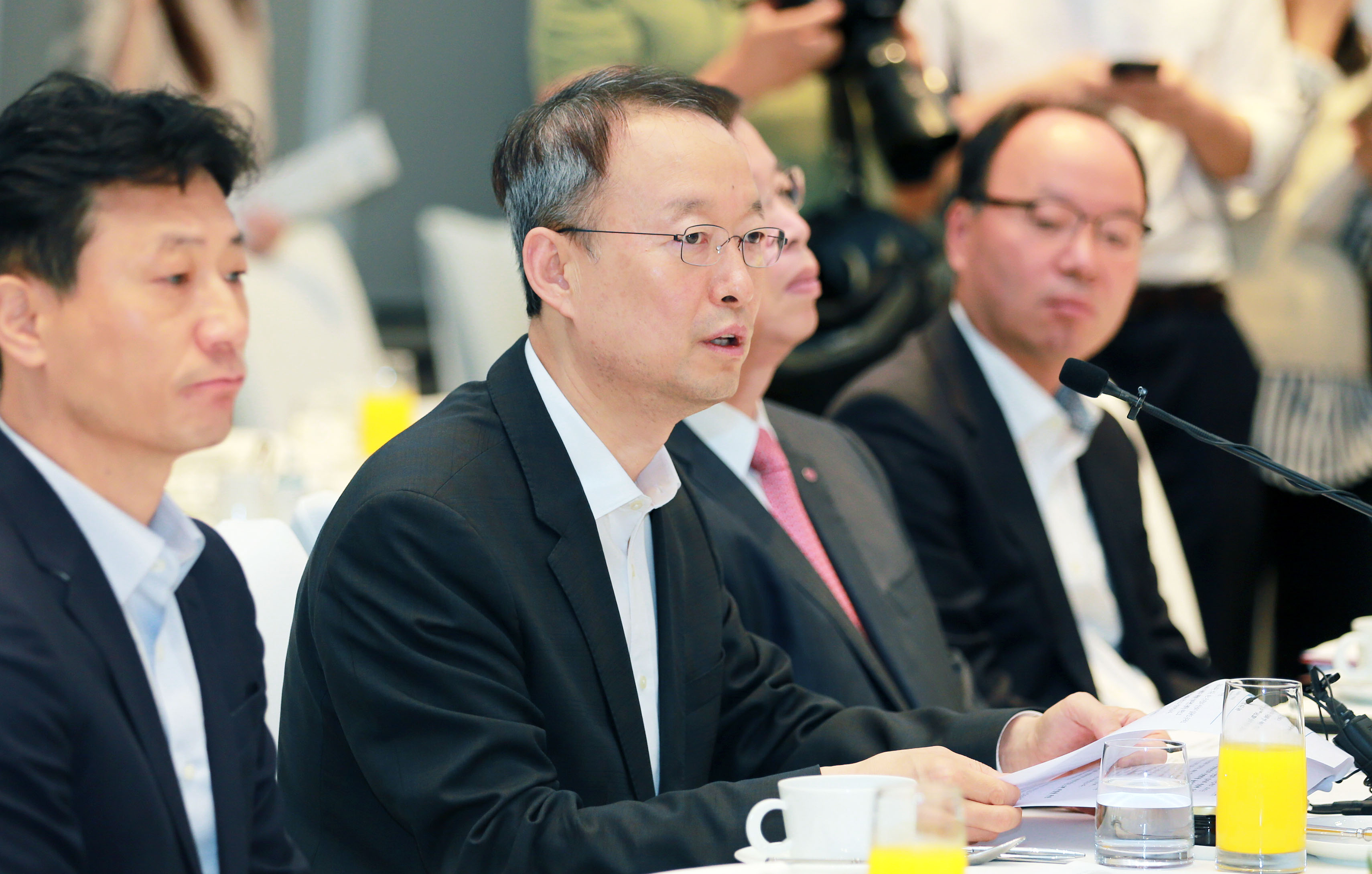 Minister Paik presides meeting with petrochemical industry