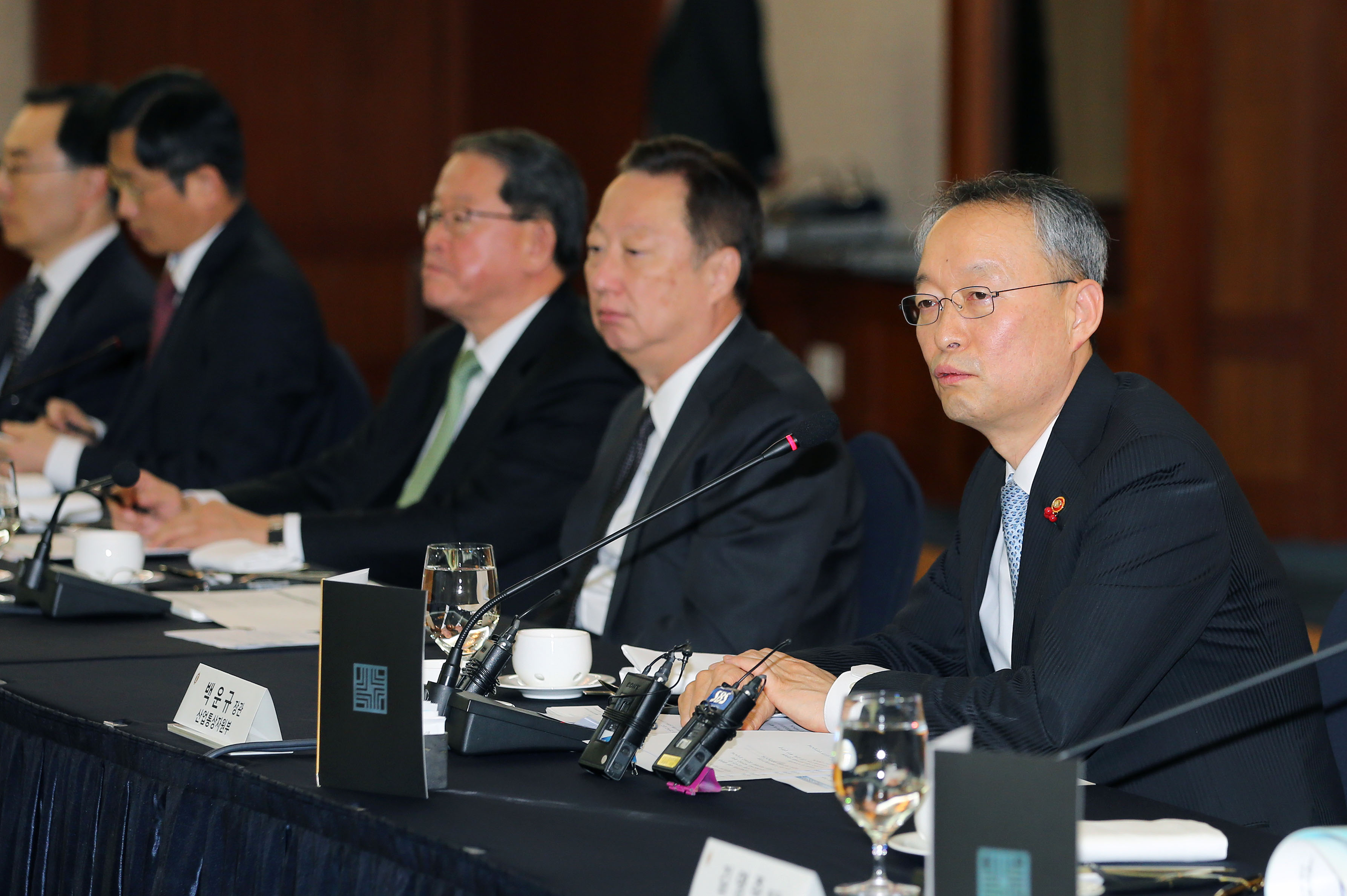 Minister Paik presides public-private meeting on industrial innovation