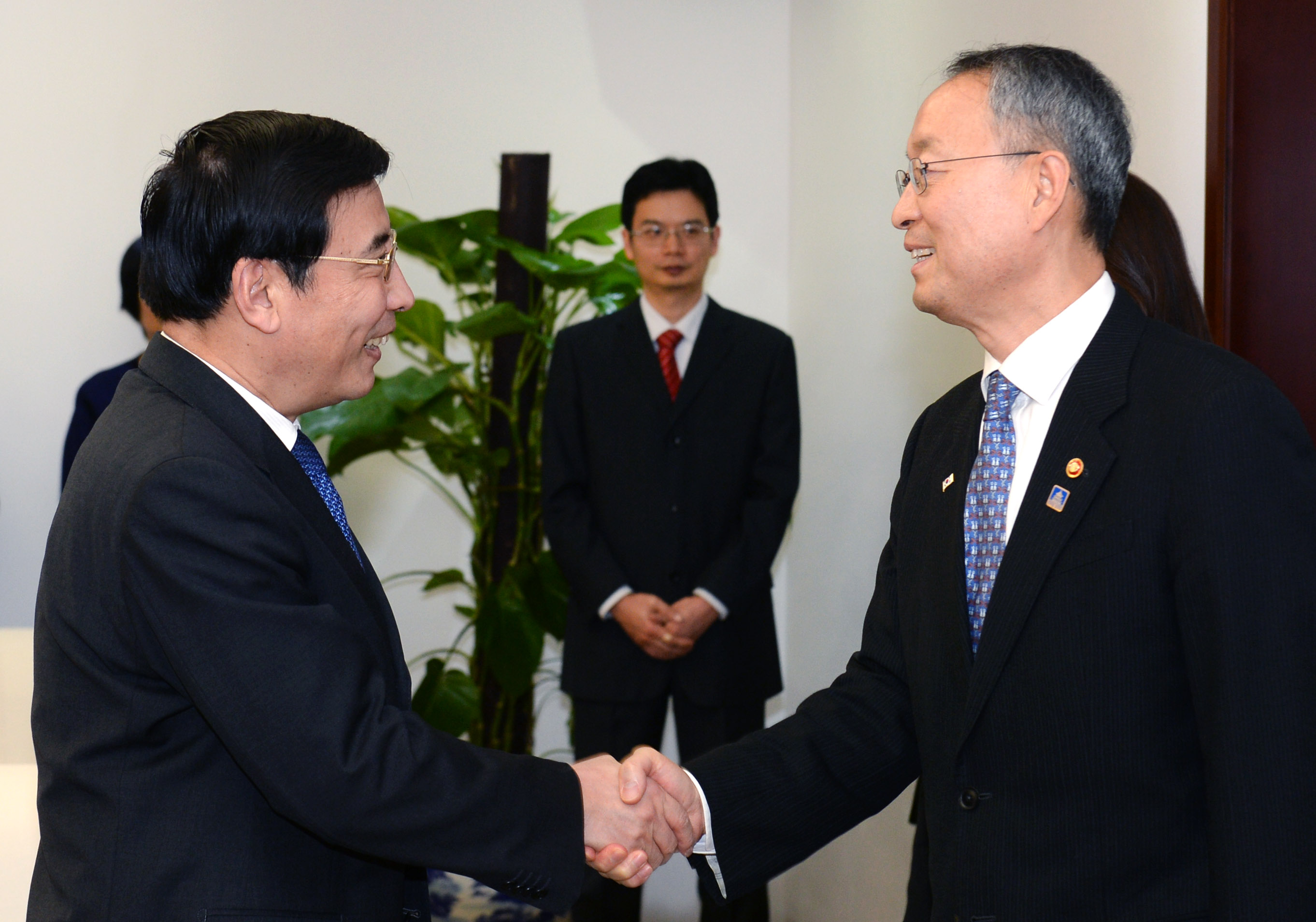 Korean and Chinese ministers discuss stronger industrial cooperation