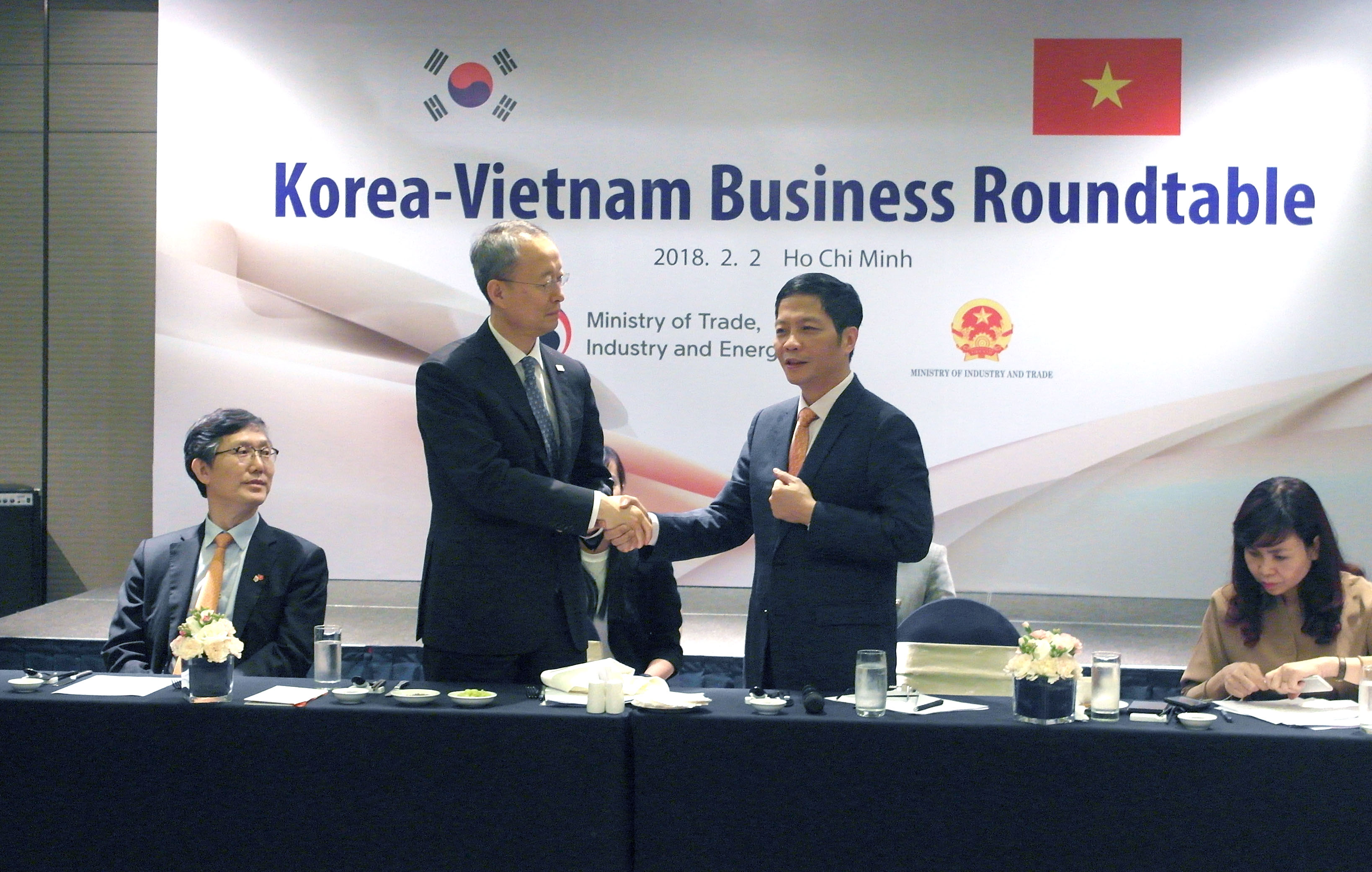 Minister Paik visits Vietnam for industrial cooperation