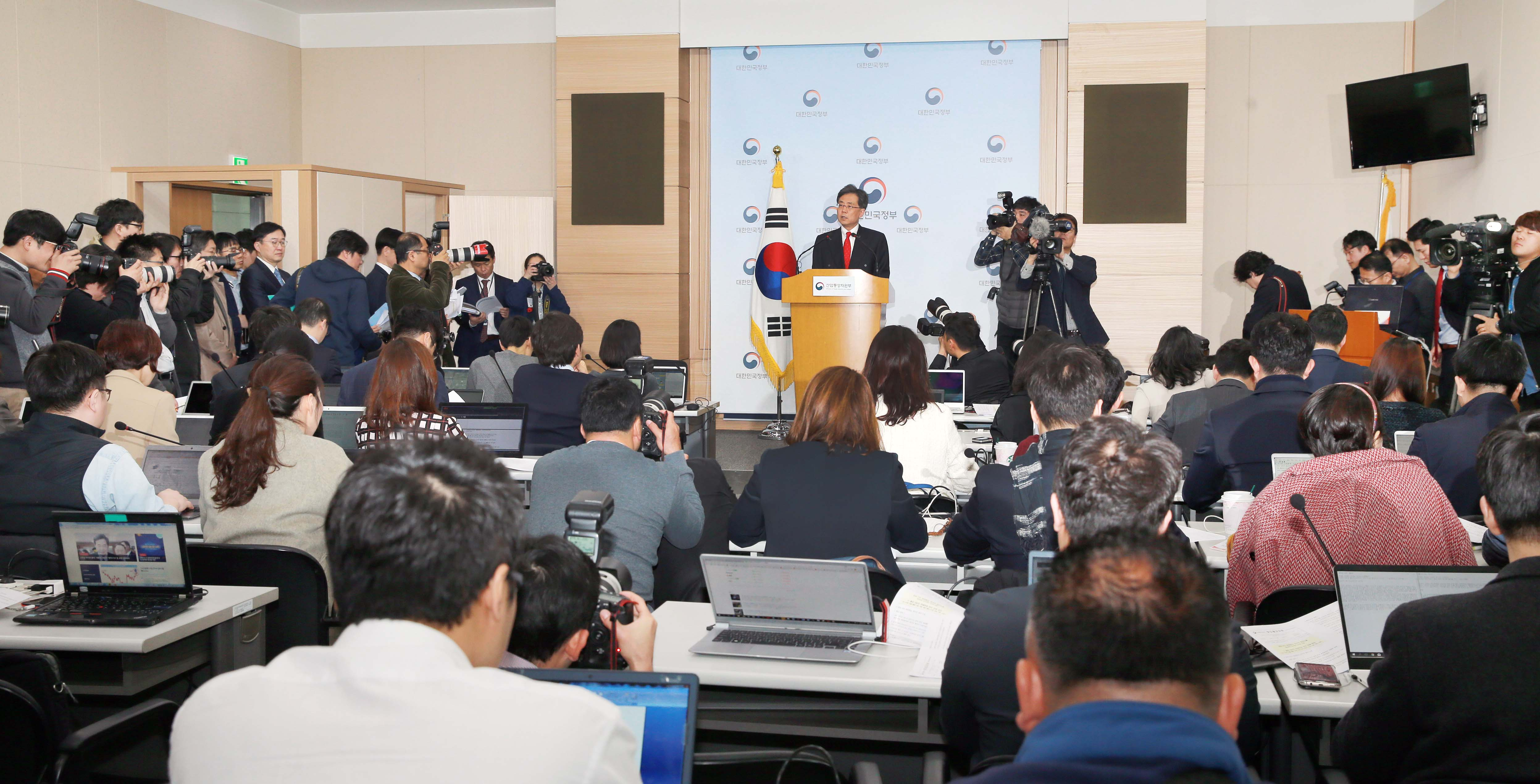 Korea, US reach agreement on trade deal and steel tariff exemption Image 0