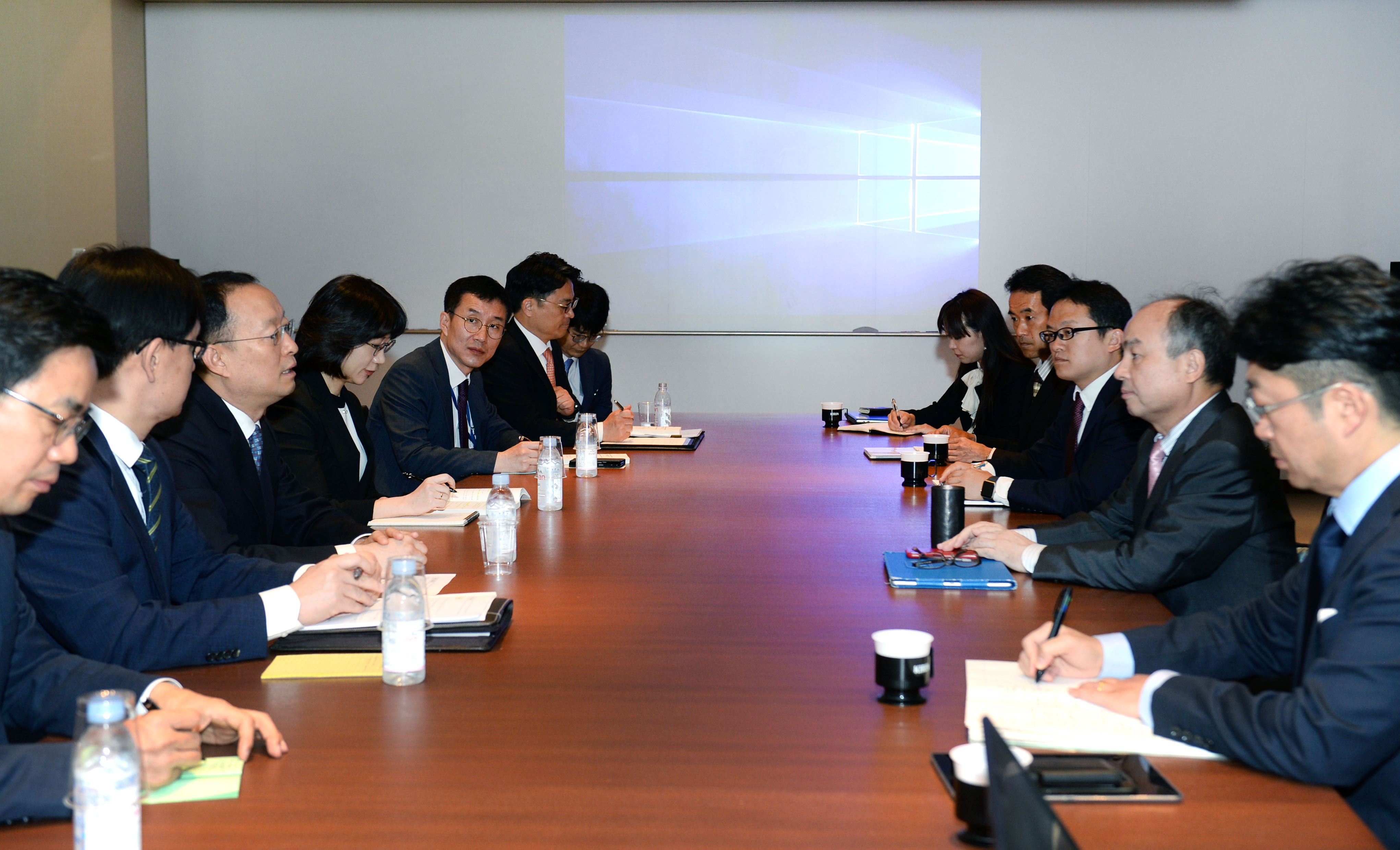 Minister Paik discusses energy cooperation with Japanese tech leader