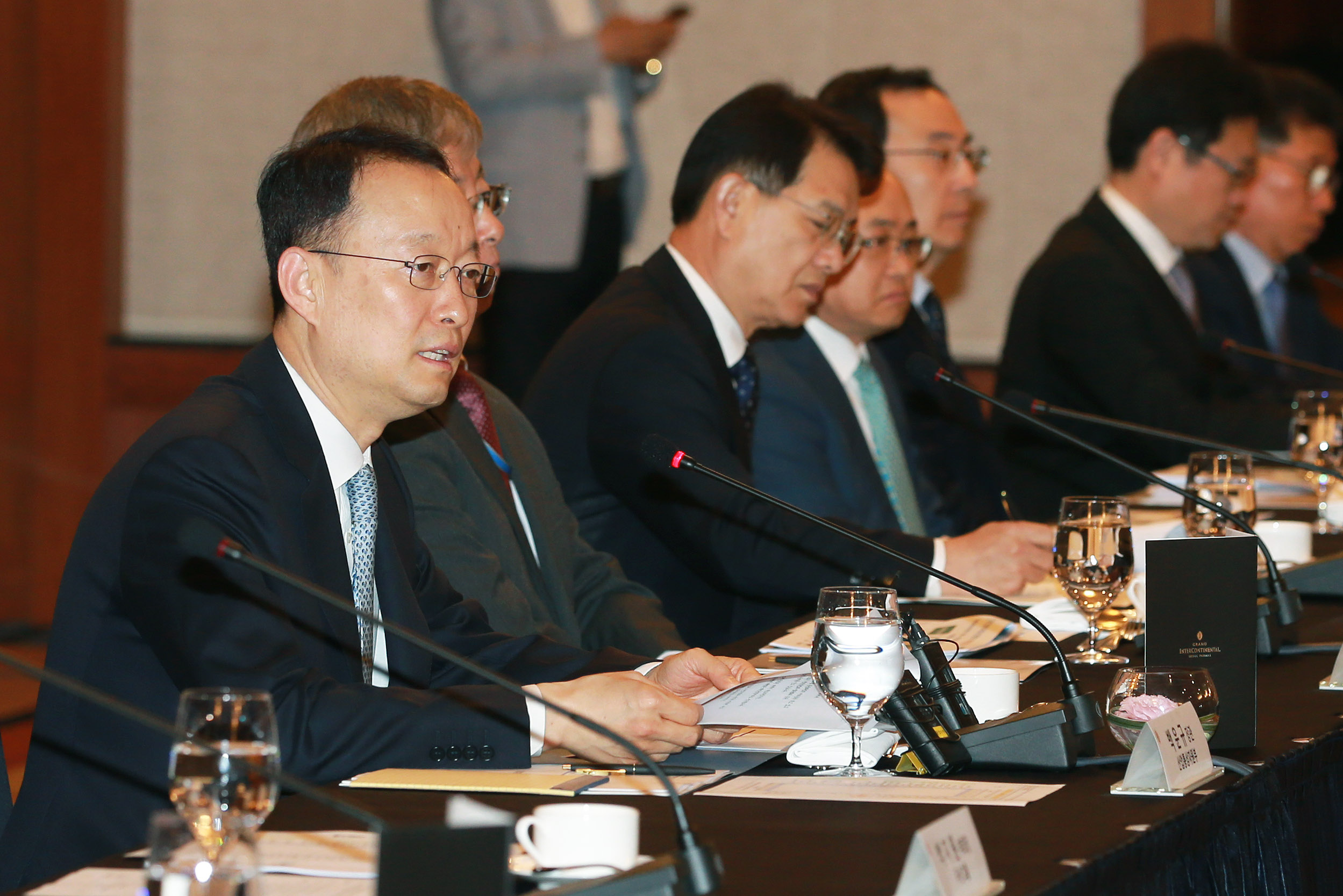 Minister Paik hosts first public-private meeting for industrial innovation and growth
