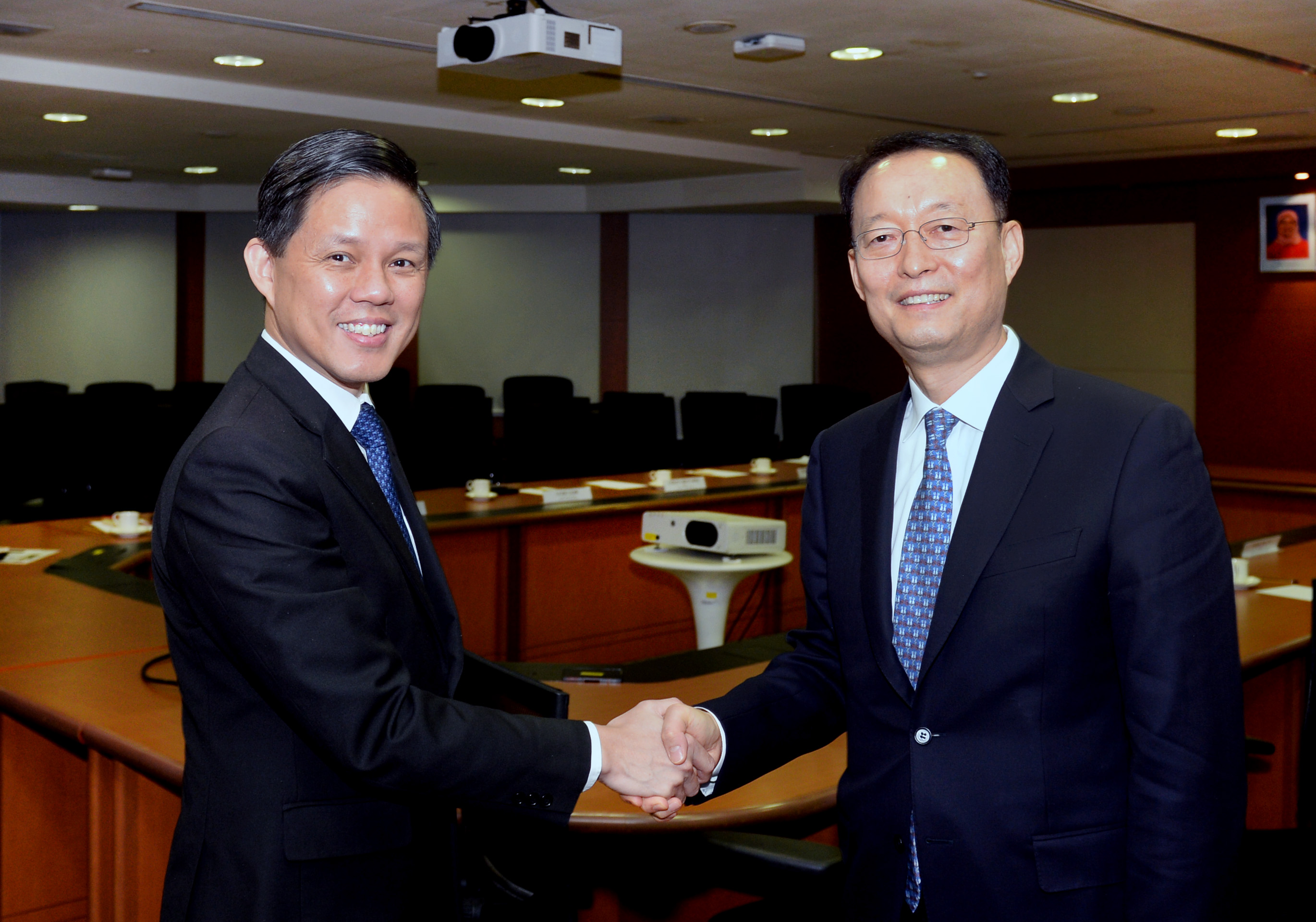 Minister Paik pushes for Korea-Singapore ties in industry, energy, and trade