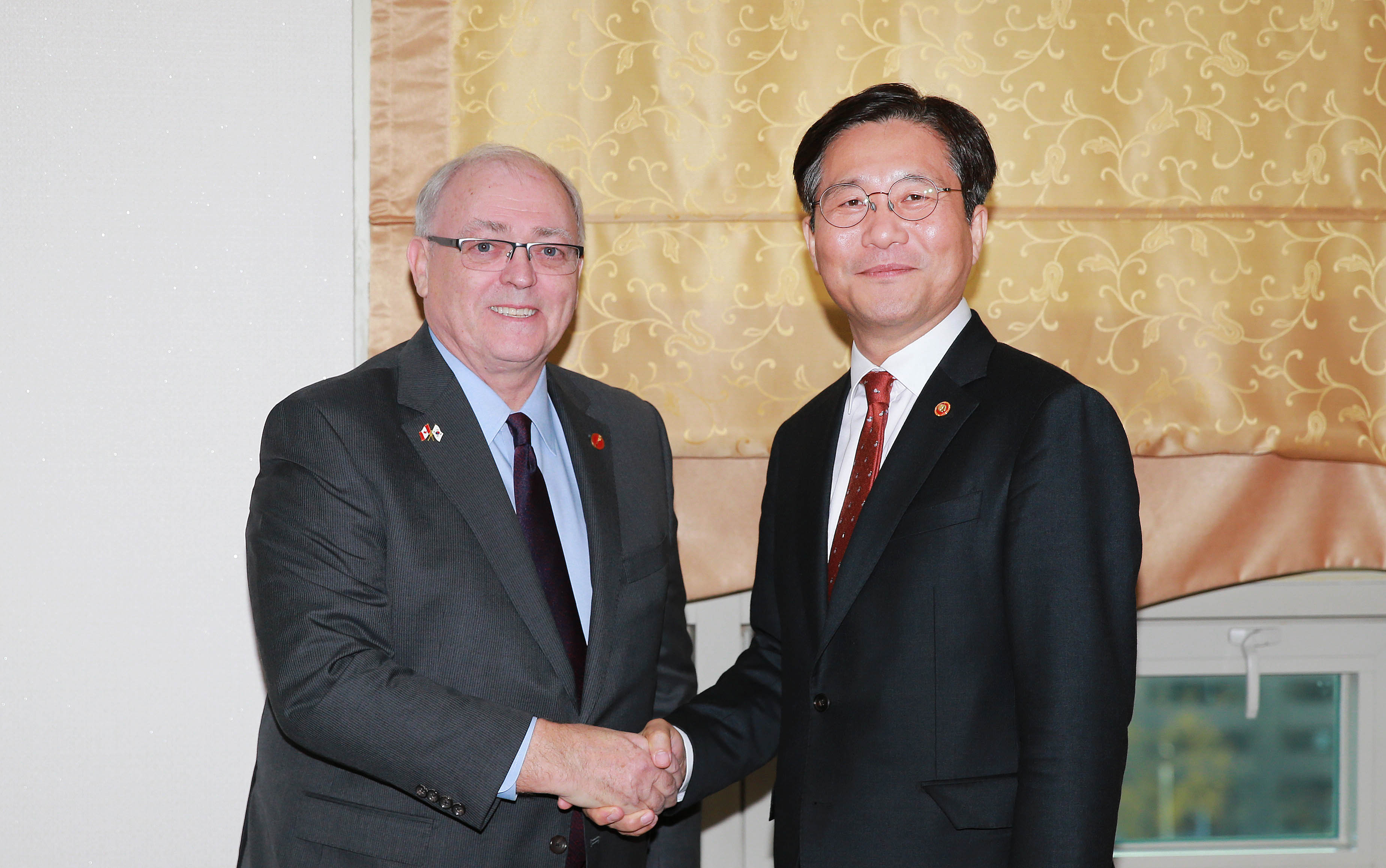 Minister Sung meets with Canadian Senate Speaker George Furey