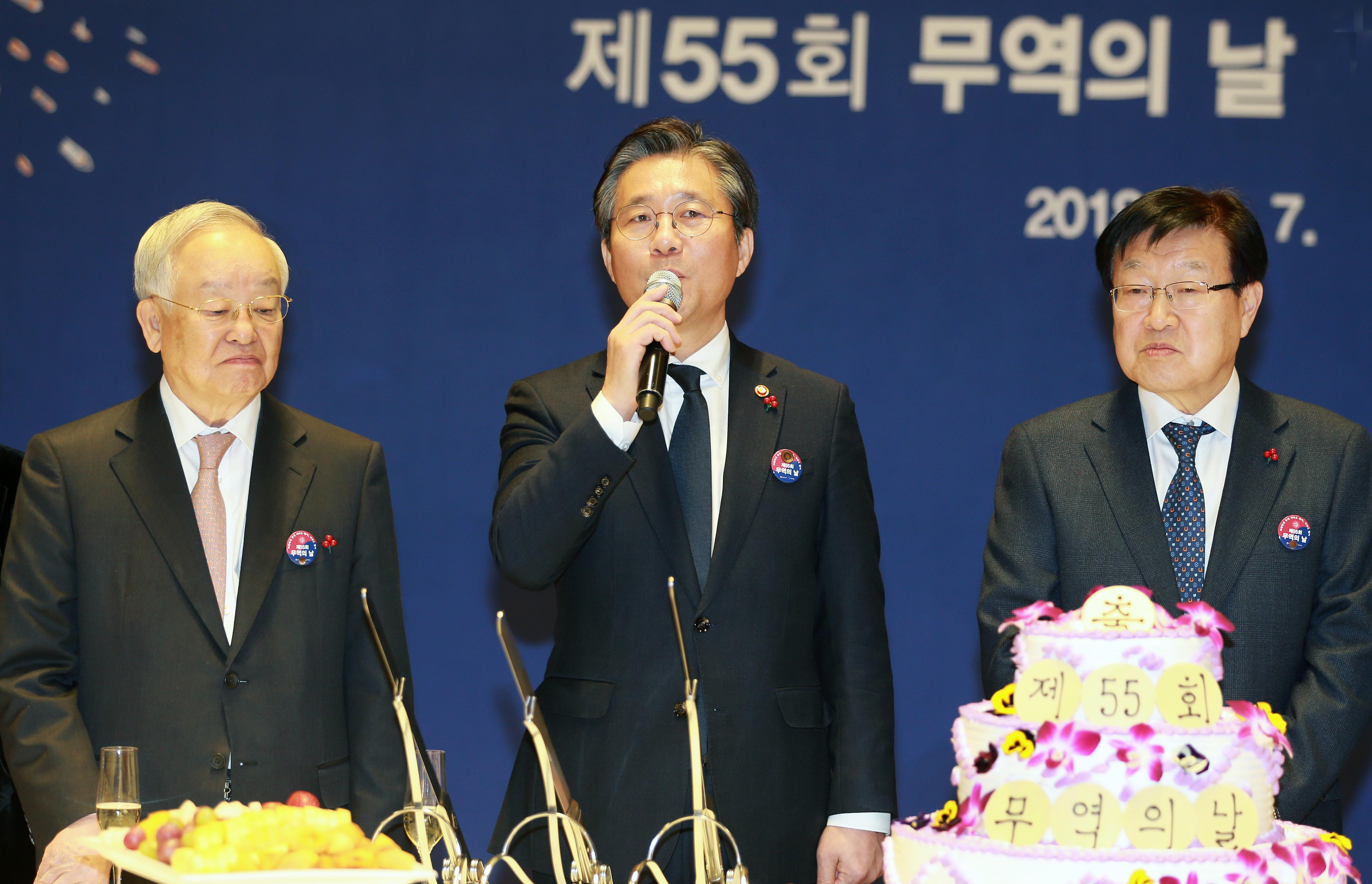 Minister Sung attends Korea's 55th Trade Day Ceremony  Image 0