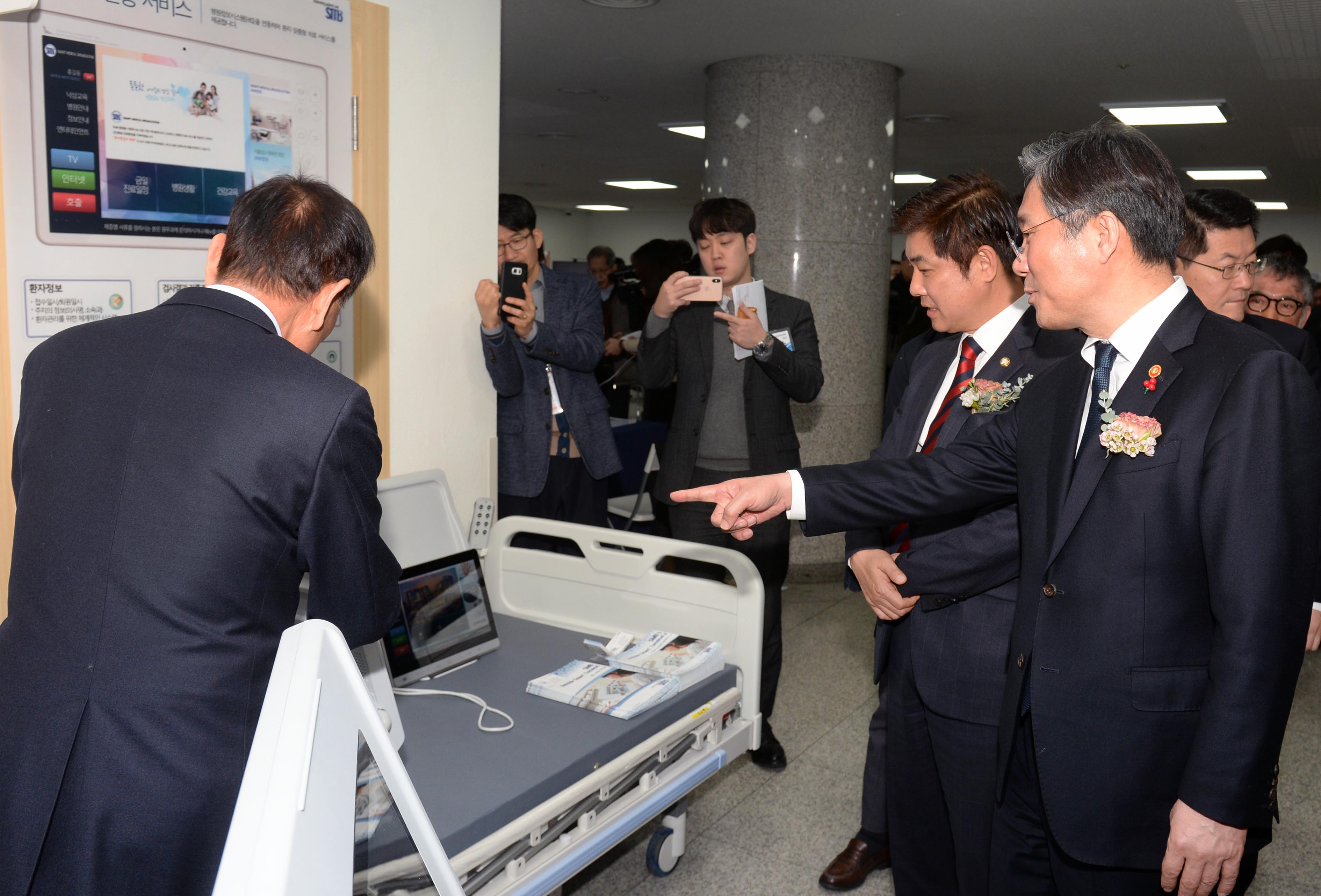 Minister Sung gives congratulatory remarks to smart medical device makers Image 0