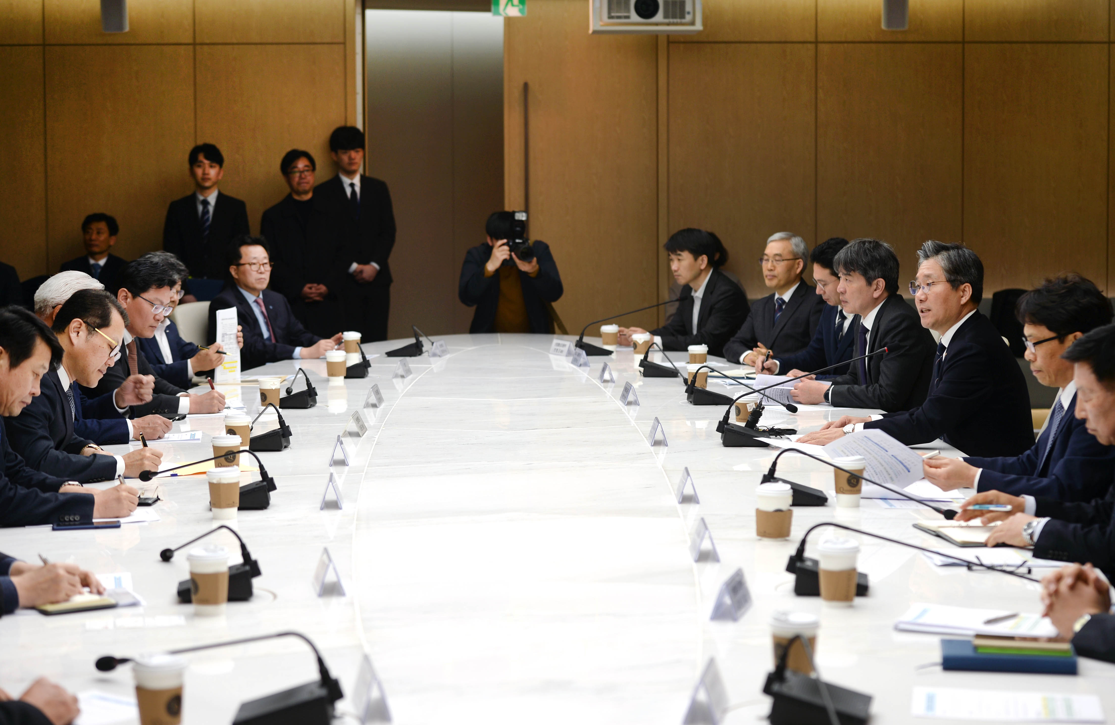 Minister Sung presides over meeting with Korean renewable energy leaders