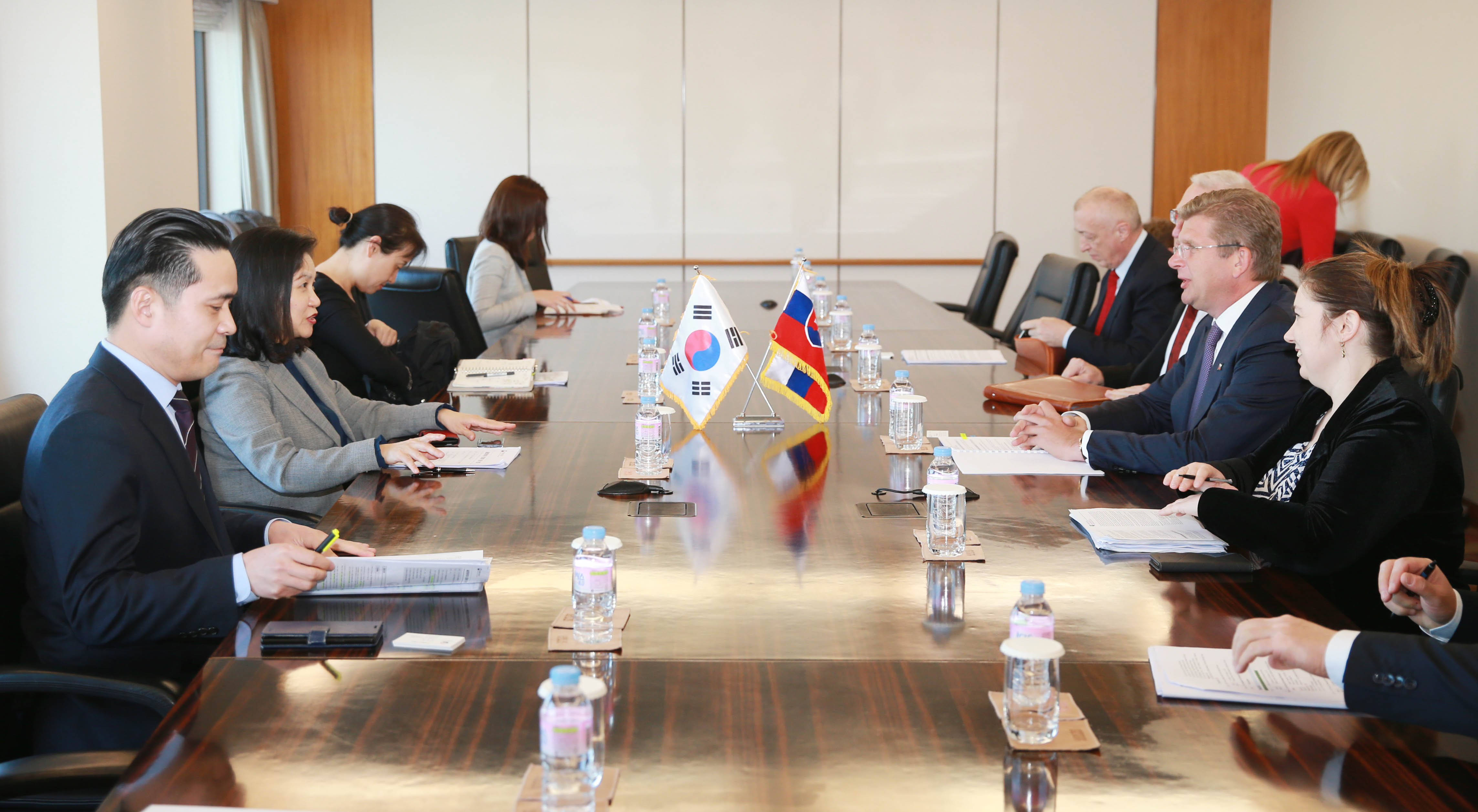 Trade Minister Yoo meets with Slovak Economy Minister Peter Ziga