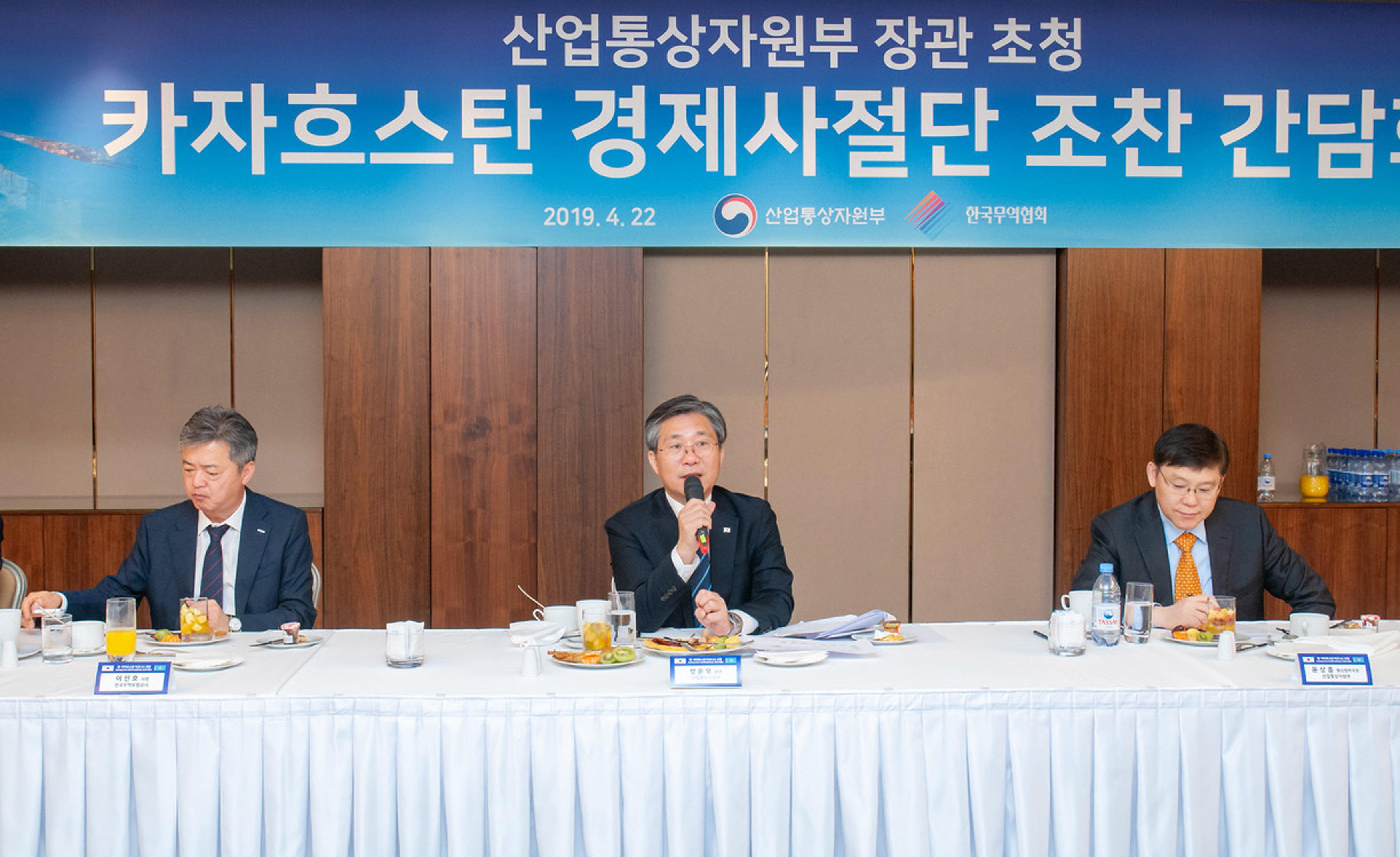 Minister Sung discusses with Korean business representatives in Kazakhstan Image 0