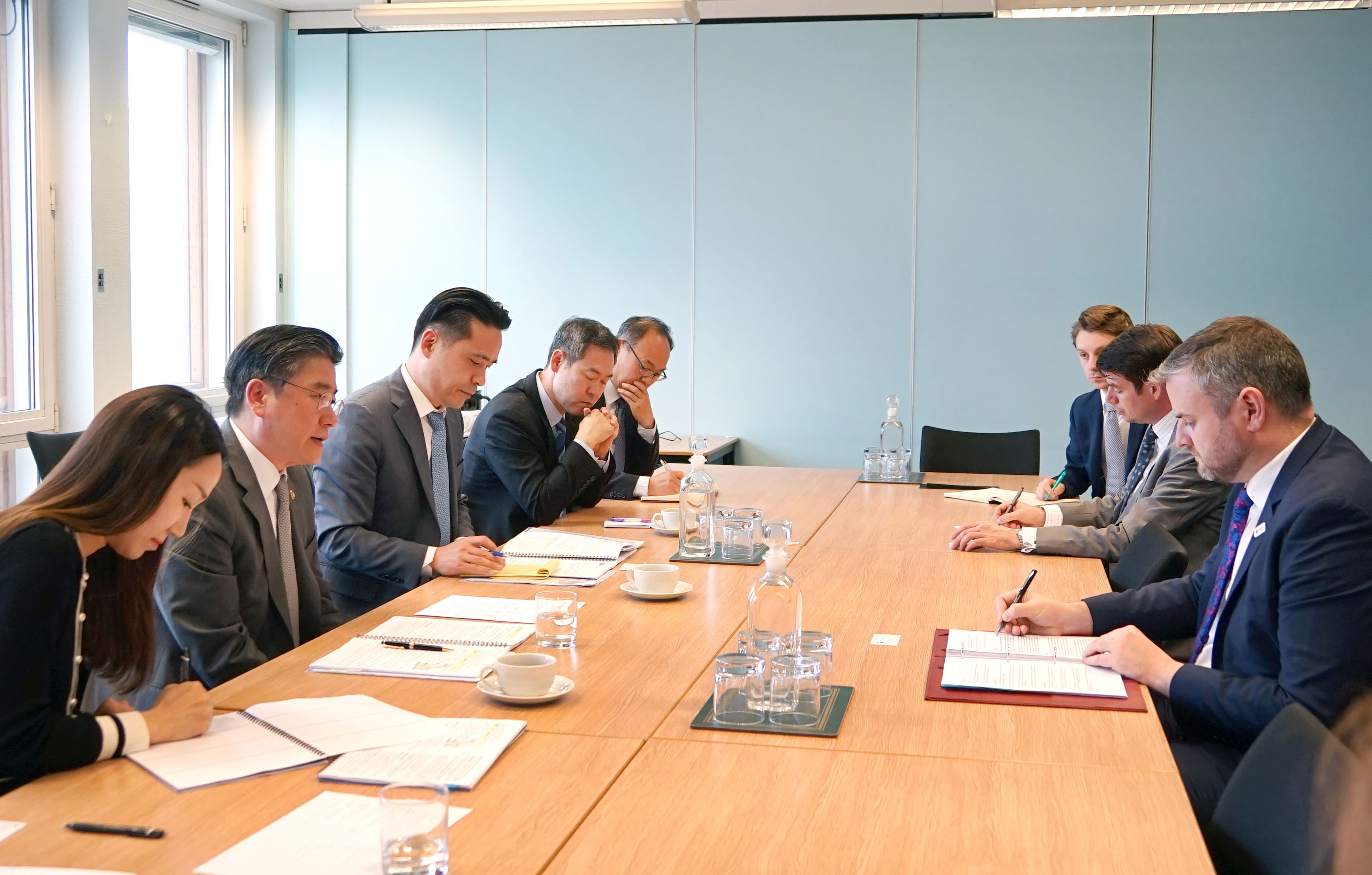 Vice Minister Cheong discusses industrial ties with his UK counterparts in London
