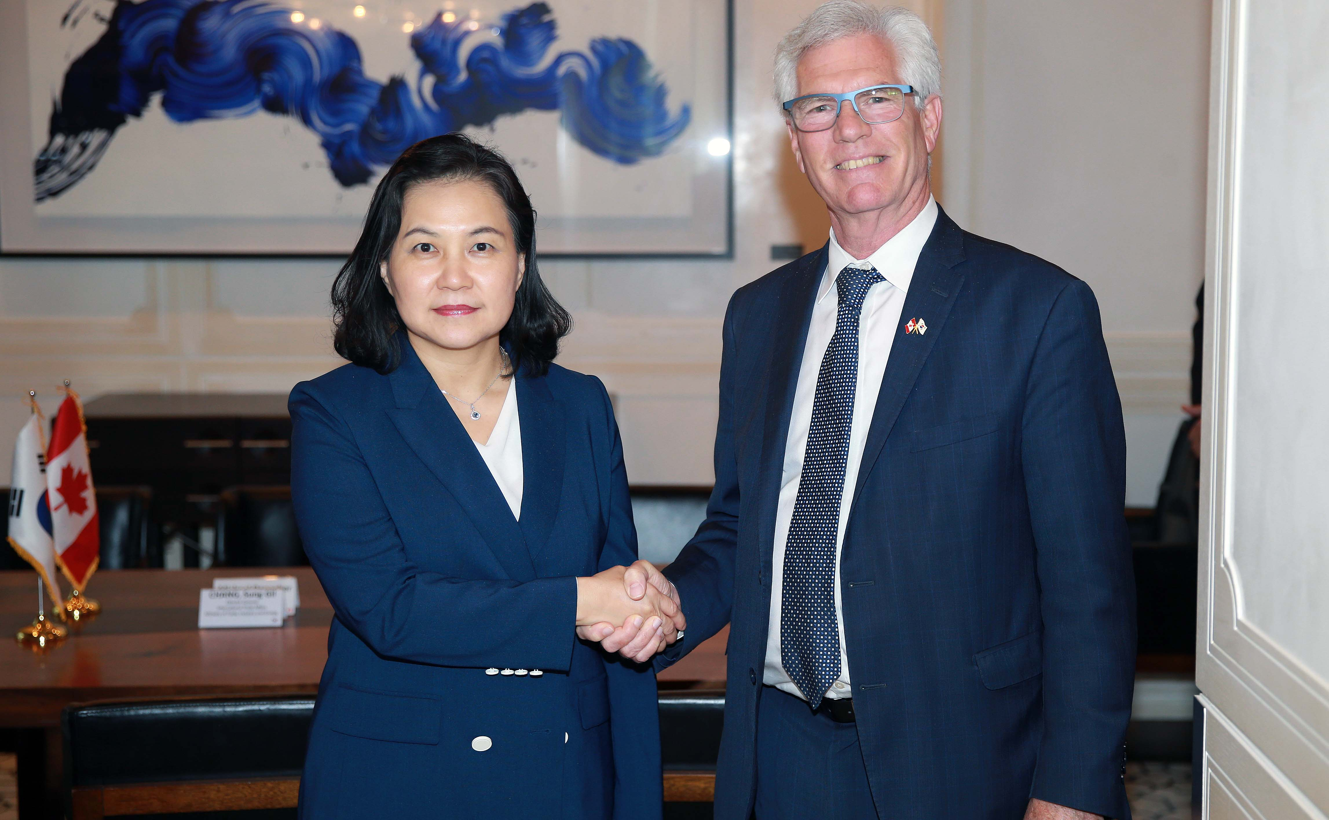 Trade Minister Yoo meets with Canada's Trade Diversification Minister Image 0