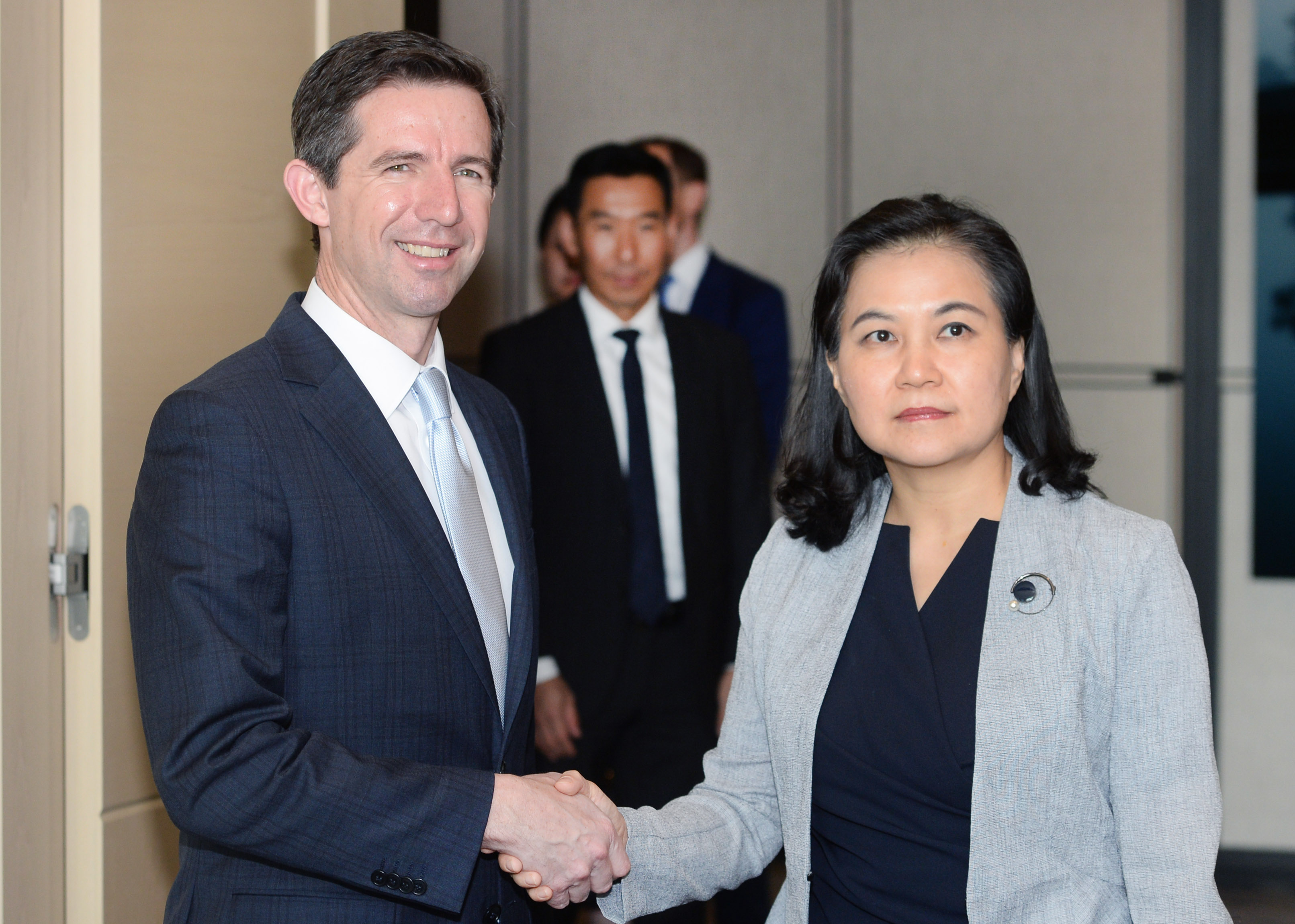 Trade Minister Yoo Meets with Australia's Trade Minister Image 0