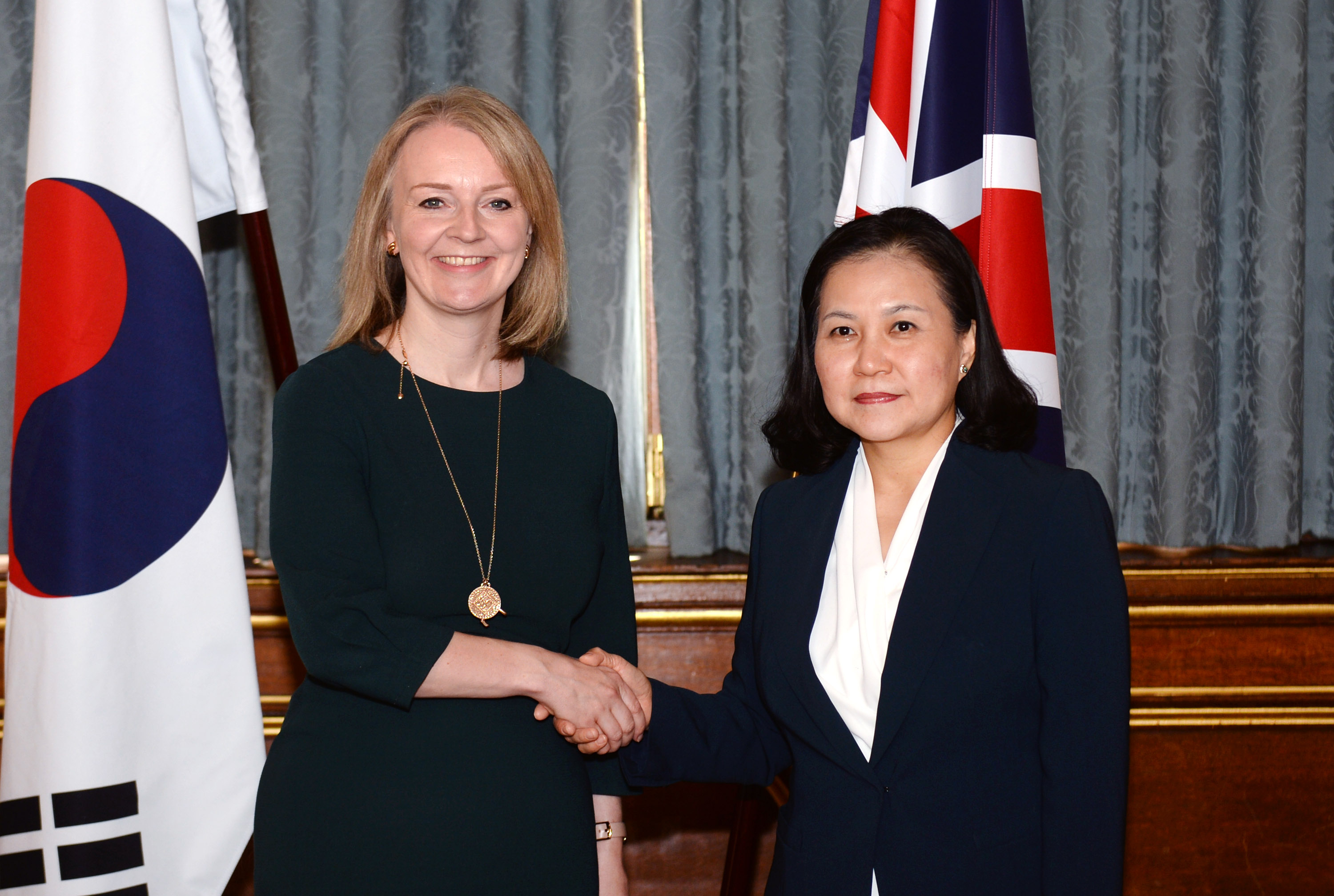 Korea, UK sign continuity free trade agreement in London