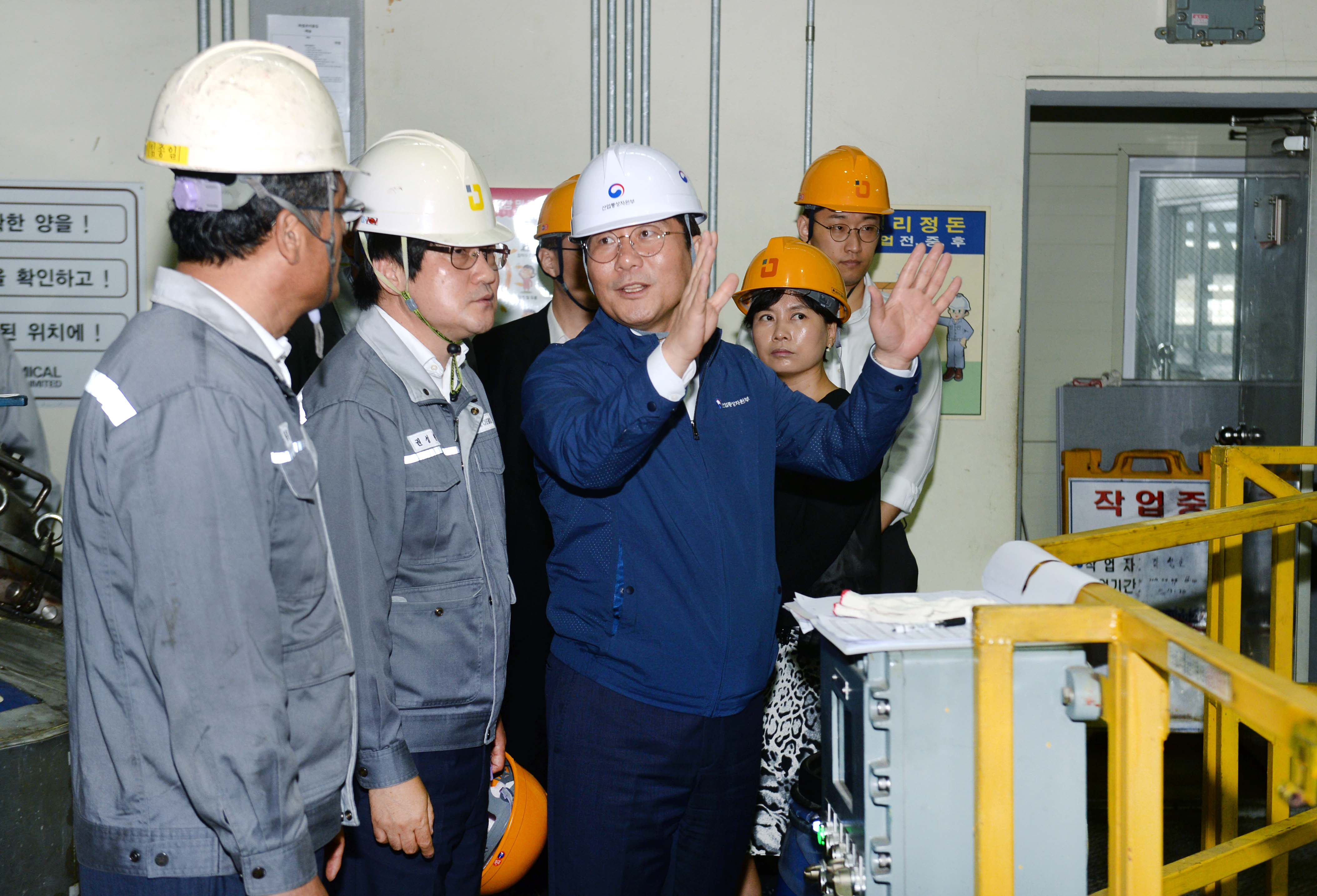 Minister Sung visits a local chemical company in Ulsan Image 0