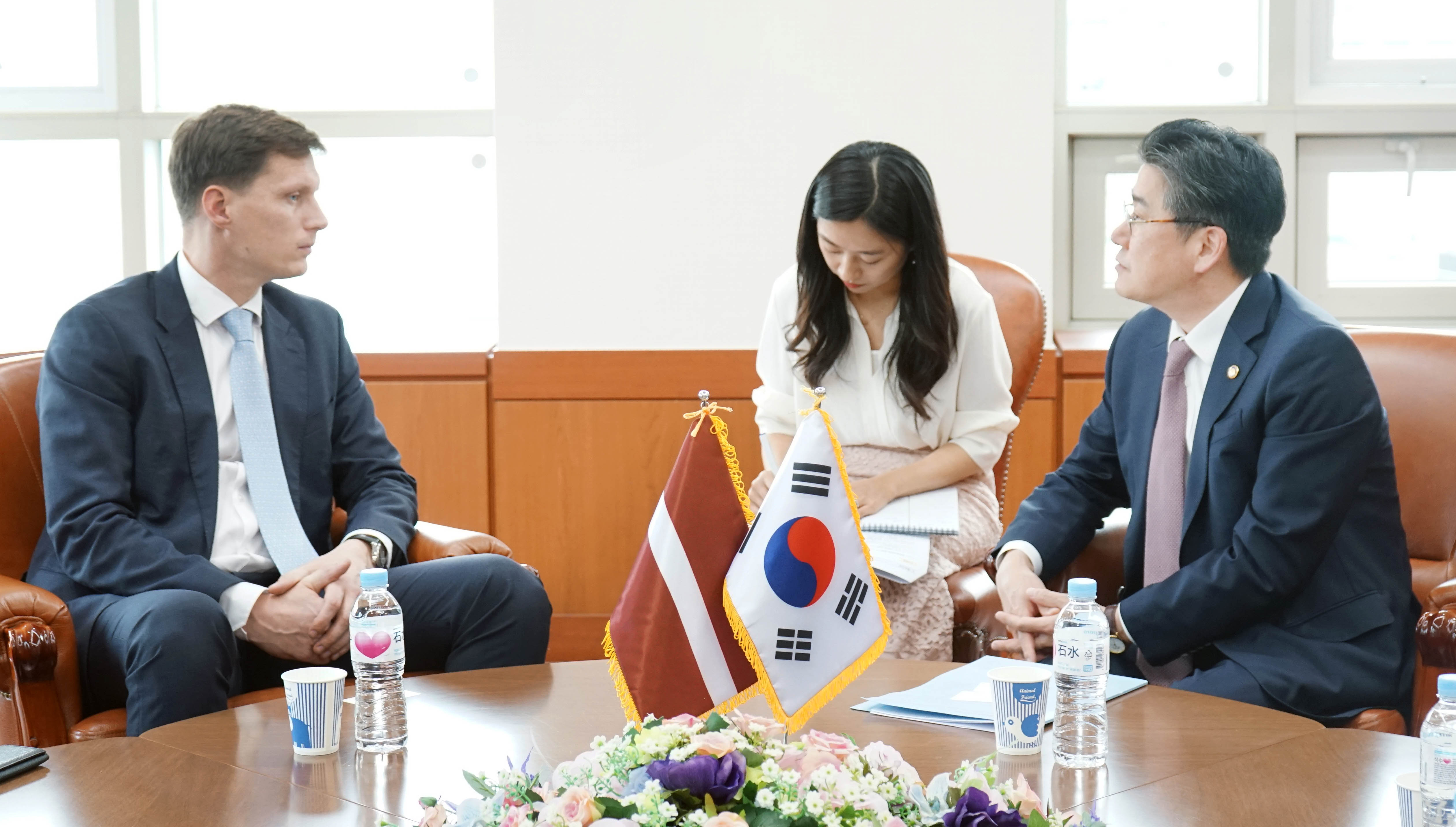 Vice Minister Cheong meets with Latvian Economy Minister