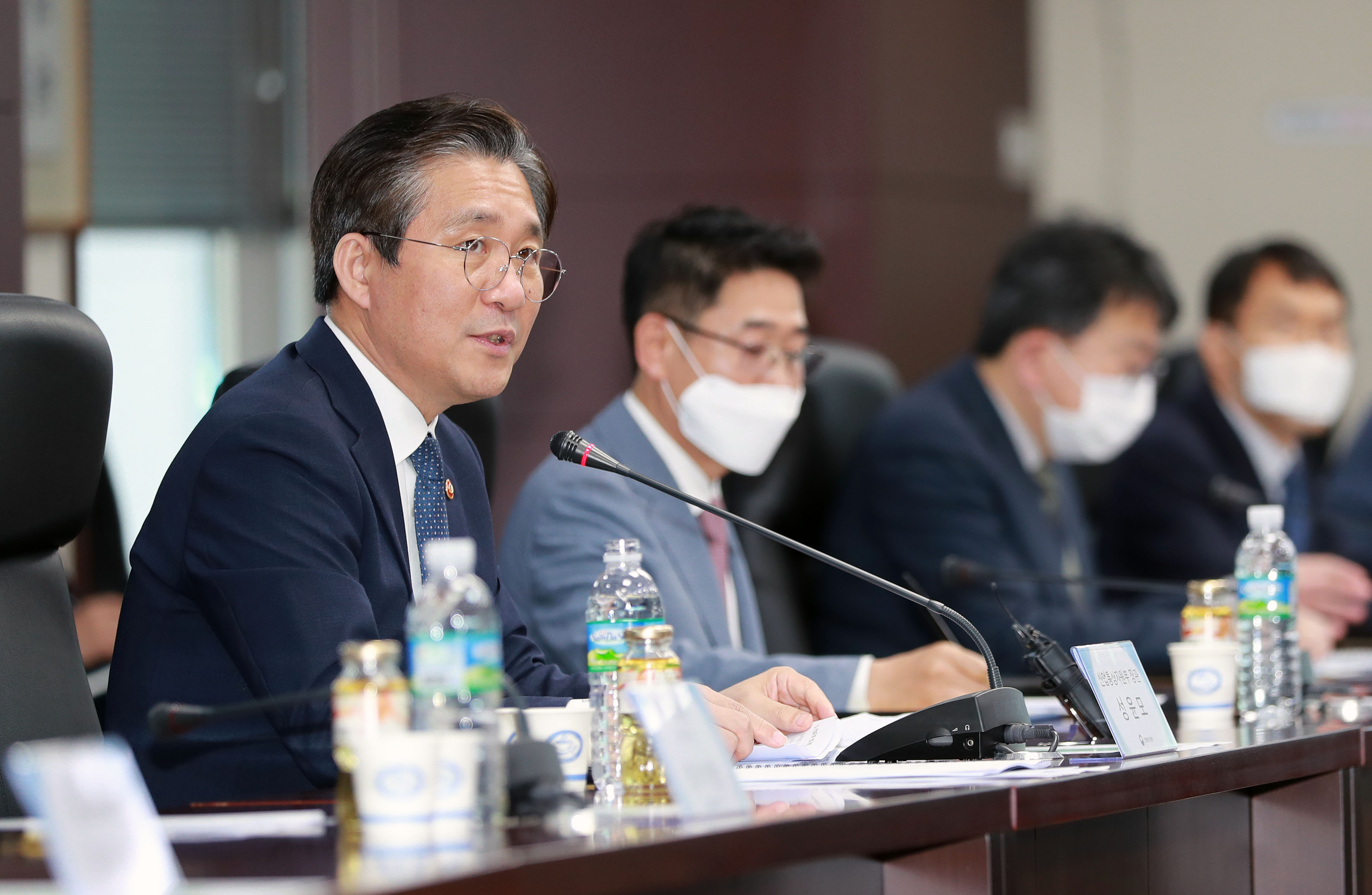Industry Ministry holds 6th post-corona industrial strategy dialogue with construction equipment makers