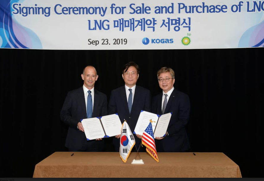 Minister Sung attends signing ceremony for sale and purchase of LNG between Korea and the U.S.