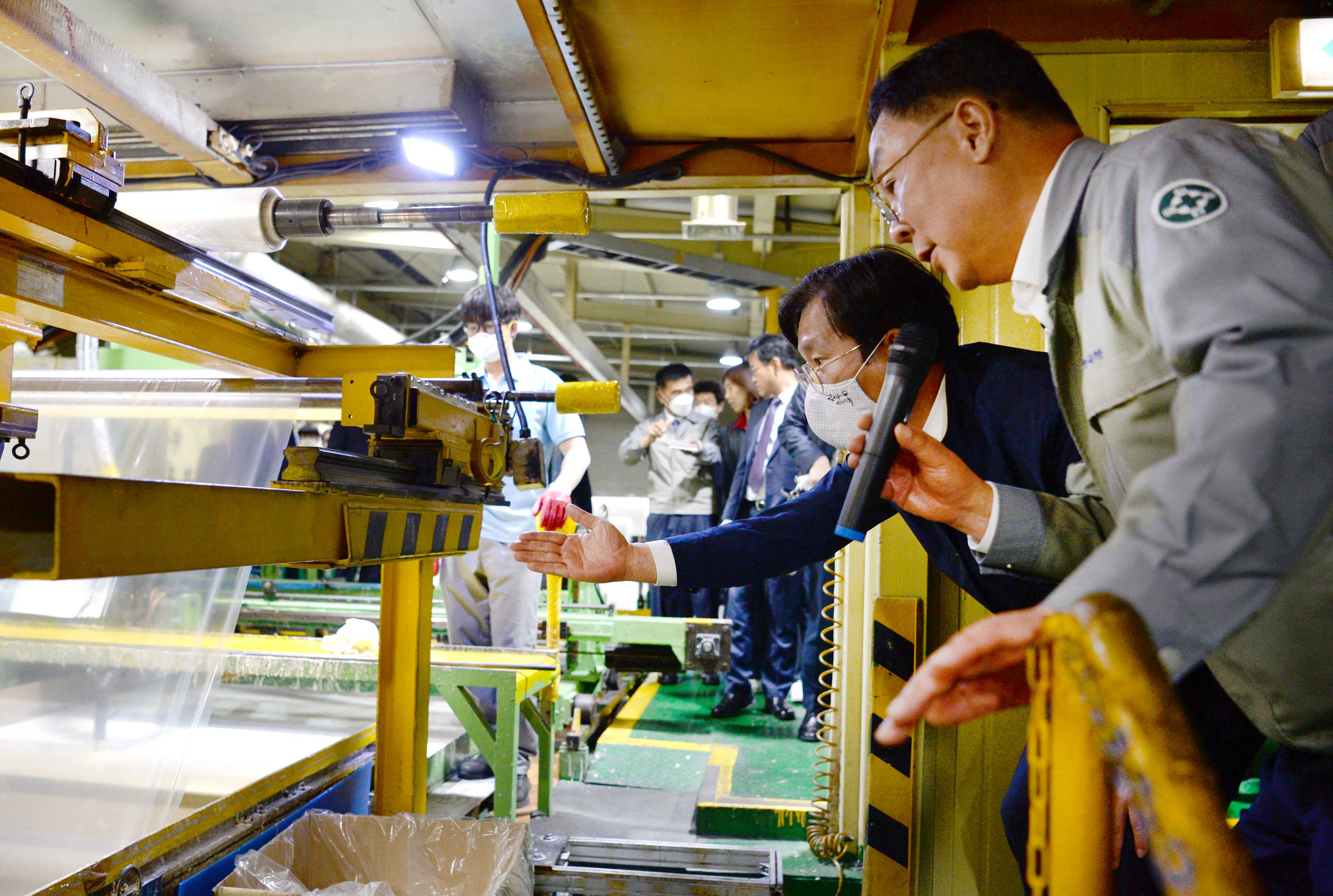 Minister Sung visits shipbuilding materials manufacturer to discuss coronavirus countermeasures Image 0
