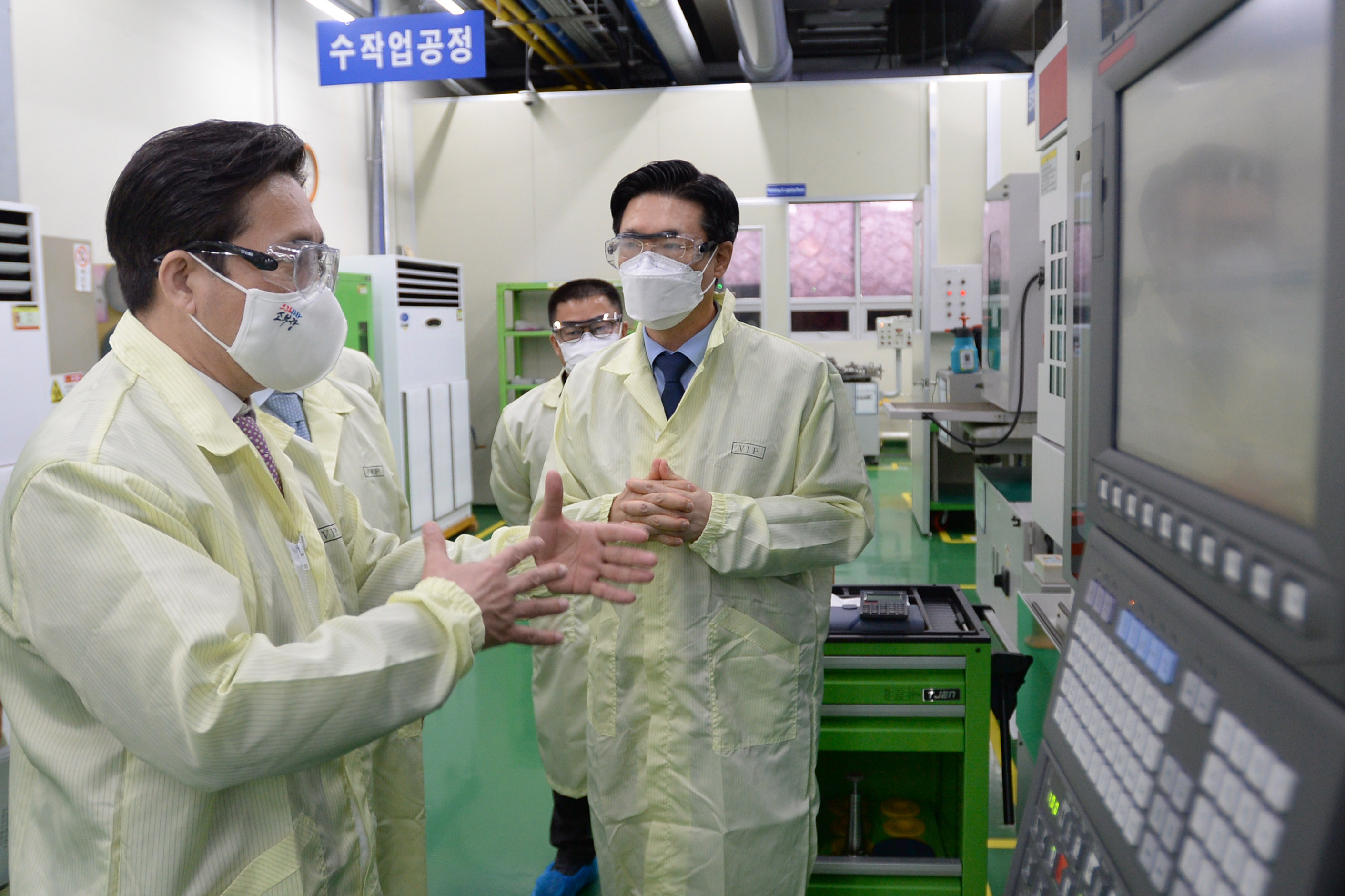 Minister Sung visits local producer of ceramic heaters under government R&D program Image 0